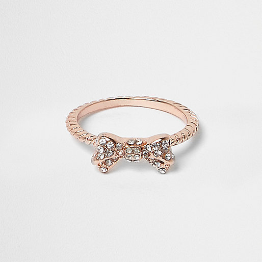 Gold tone bow ring