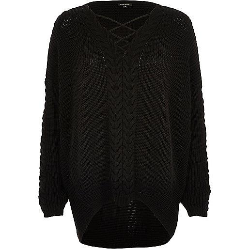 Zwarte kabelgebreide pullover met kant op de voorzijde