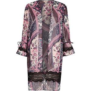 Kimono imprimé foulard rose avec empiècements en dentelle