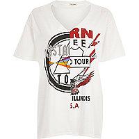 T-shirt blanc à encolure ras-de-cou et imprimé groupe de rock