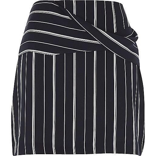 Mini-jupe rayée bleu marine à détail croisé sur le devant