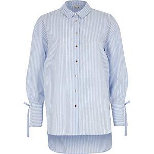 Chemise oversize rayée bleue à manches nouées