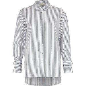 Chemise oversize rayée bleu marine avec manches nouées