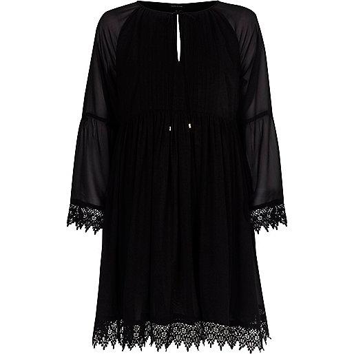 Robe noire smockée à manches kimono