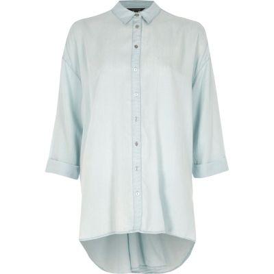 Blauw overhemd met lange mouwen en gedraaide achterzijde