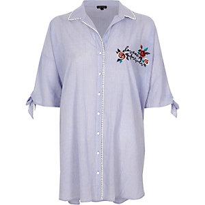 Chemise de nuit oversize rayée bleue brodée