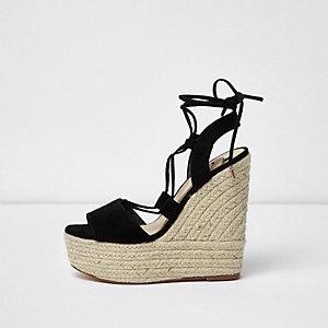 Chaussures noires à plateforme style espadrilles et talons compensés avec liens