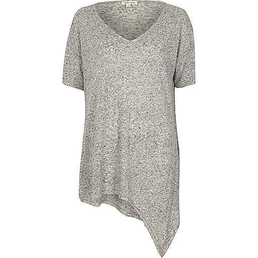 T-shirt gris à col en V et ourlet asymétrique