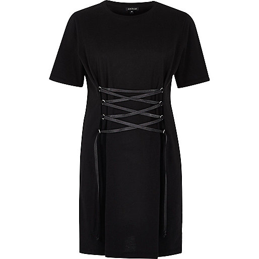 Robe t-shirt oversize noire effet corset sur le devant