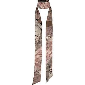 Kaki smalle chiffon sjaal met camouflageprint