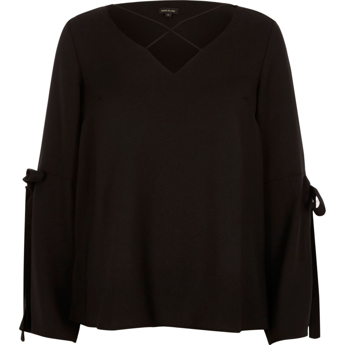 Schwarze Bluse mit geschlitztem Ärmel
