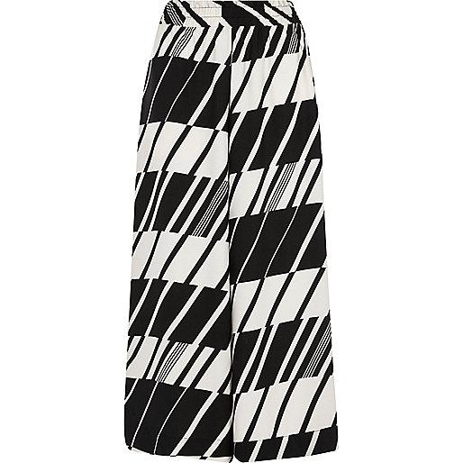 Kurzer Hosenrock in Schwarz und Weiß