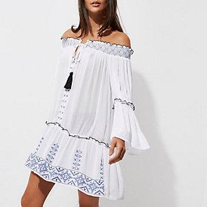Robe de plage Bardot blanche brodée froncée