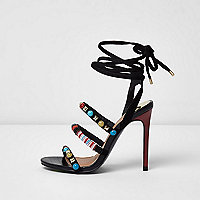 Schwarze, zarte Schnür-Sandalen mit Perlen