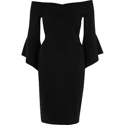 Zwarte bodyconmidi-jurk met wijduitlopende mouwen en bardothalslijn