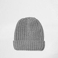 Bonnet en tricot gris