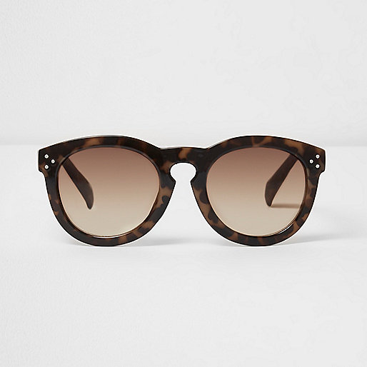 Brown tortoiseshell oversized sunglasses