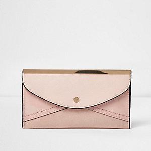 Crème dunne portemonnee met envelopoverslag