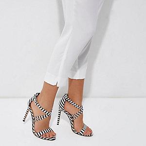 Sandales à rayures noires et blanches effet cage