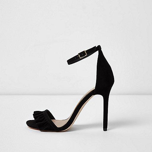 Schwarze, zarte Sandalen mit Druck und Rüschenriemen