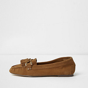 Tan suede tassel mocassin loafers