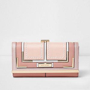 Portemonnee met overslag, druksluiting en roze paneel
