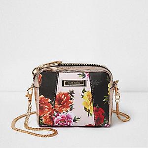 Zwarte kleine crossbodytas met ketting, panelen en bloemenprint