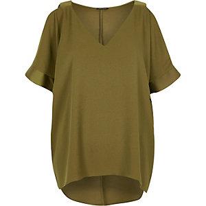 T-shirt vert kaki avec épaules dénudées
