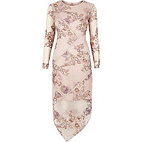 Robe à fleurs rose poudré brodée avec dentelle