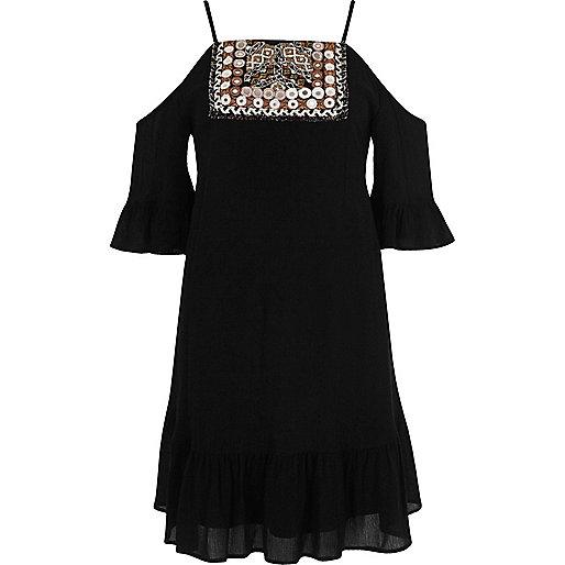 Robe trapèze noire brodée à épaules dénudées
