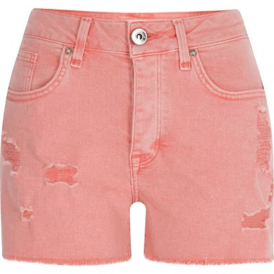 Roze distressed denim boyfriend short
