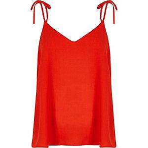 Caraco rouge avec nœuds aux épaules
