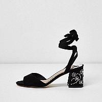 Sandales noires cloutées lacées à talon carré