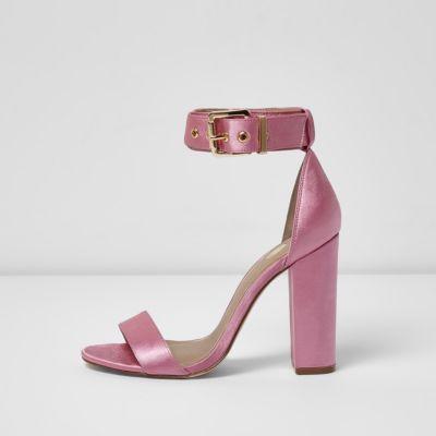 Roze satijnen sandalen met blokhak
