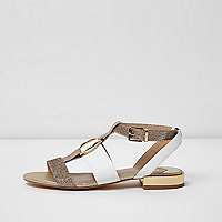 Light pink ring front sandals