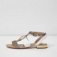 Lichtroze sandalen met ring voor