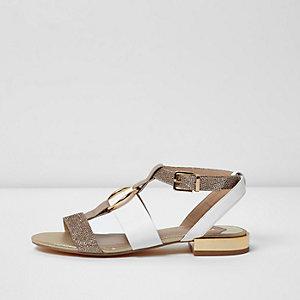 Sandales rose pâle avec anneau sur le devant