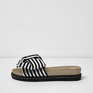 Sandales noires rayées