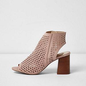 Lichtroze laser-cut sandalen met blokhak
