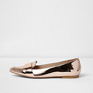 Gold metallic pointed loafers