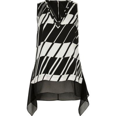 Zwart-wit hemdje met laag van chiffon