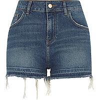 Short en jean bleu taille haute à ourlet défait