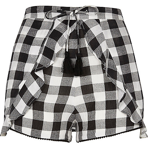 Black gingham print frill shorts