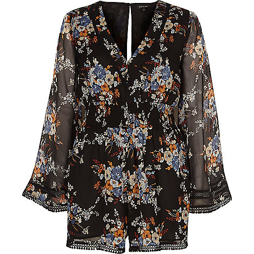 schwarzer kimono overall mit blumenmuster kurze overalls overalls sale damen. Black Bedroom Furniture Sets. Home Design Ideas