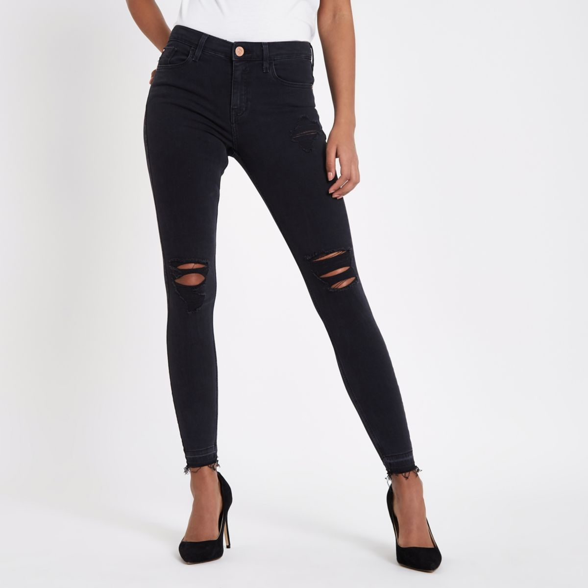 A true staple of every woman's wardrobe, our super-skinny black jean is versatile enough to go from day to night instantly.