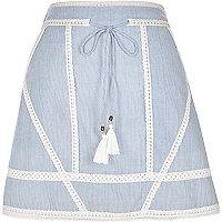 Mini-jupe au crochet rayée nouée à la taille