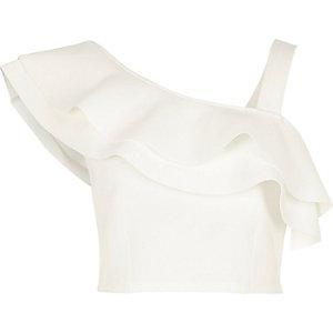 Crop top asymétrique blanc à volants et épaules dénudées