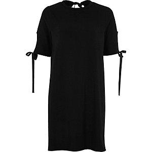 Schwarzes T-Shirt-Kleid mit Schleife