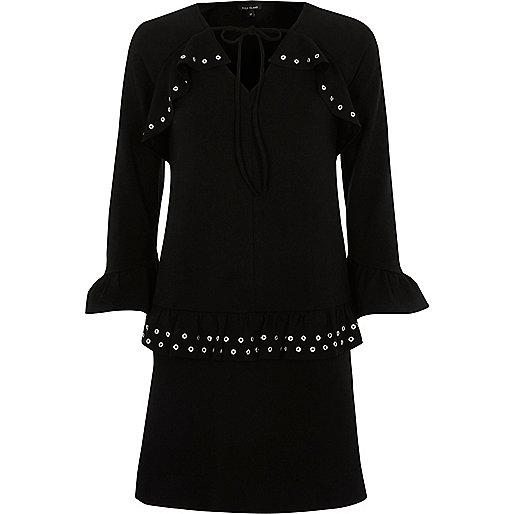 Schwarzes langärmliges Kleid mit Rüschen