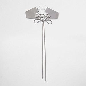 Collier ras-de-cou gris à strass effet corset